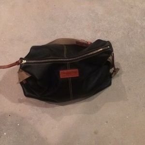 Dooney & bourke black leather purse
